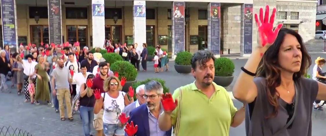 #NOBVAGLIO /  IL VIDEO – Mani rosse davanti al Viminale