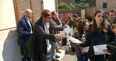 Civita Castellana, libro-staffetta 100 studenti per 200 volumi