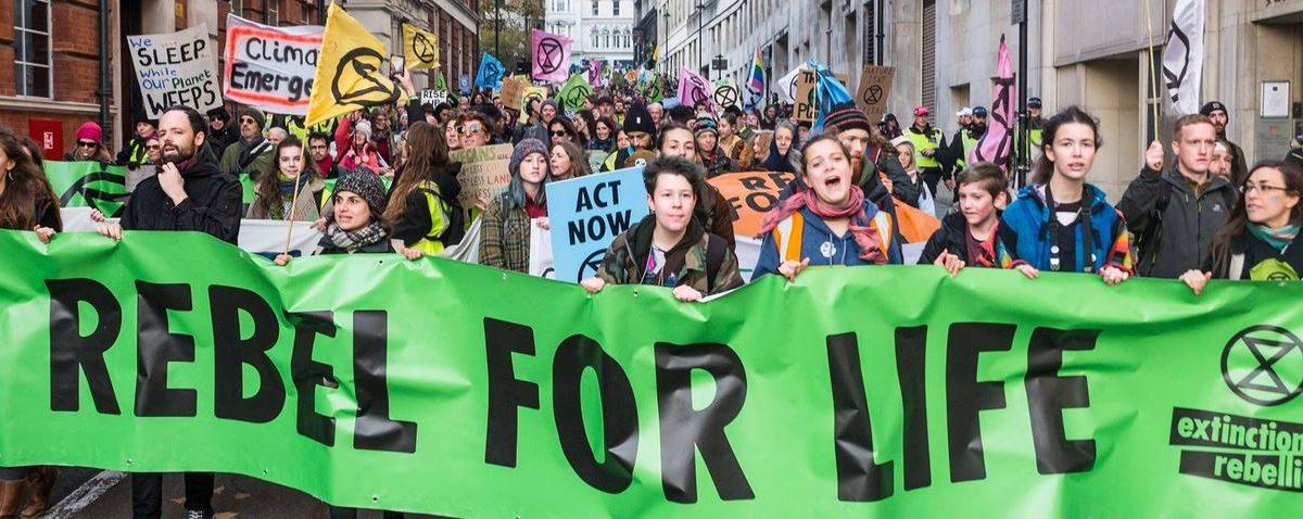 """Extinction Rebellion, sit-in agli Stati Generali dell'economia: """"Non c'è lavoro su un pianeta morto. Salvaguardia degli ecosistemi"""""""